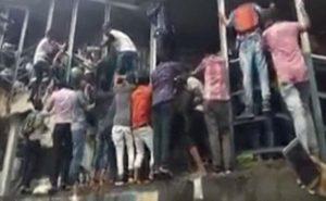 മുംബൈ റെയില്വേസ്റ്റേഷനില് തിക്കിലും തിരിക്കിലും 22 പേര് മരിച്ചു