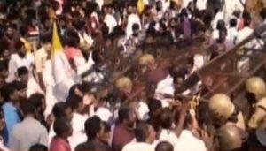 സംഘര്ഷം;ബോണക്കാട് കുരുശുമല കയറ്റം തടഞ്ഞു;പേലീസിന് നേരെ കല്ലേറ്;ലാത്തിചാര്ജ്